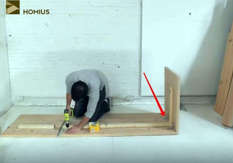 Придаём крепость конструкции с помощью металлических уголков