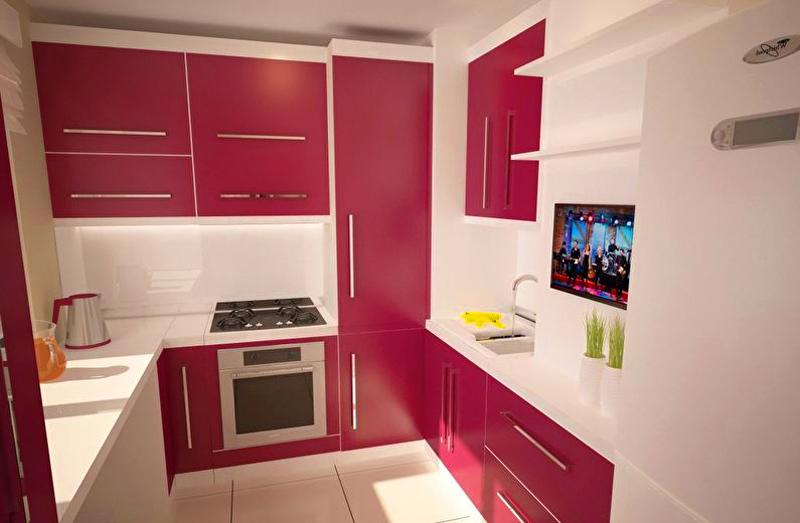 Фиолетовый или малиновый цвет в интерьере сделает кухню тем местом, в которое хочется возвращаться, даже несмотря на маленькие размеры