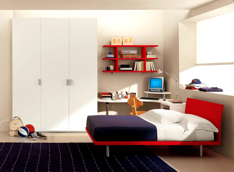 Минимальный набор мебели: кровать, шкаф и стол