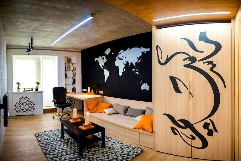 Для ребёнка, который любит путешествовать, подойдёт комната с добавлением географической темы