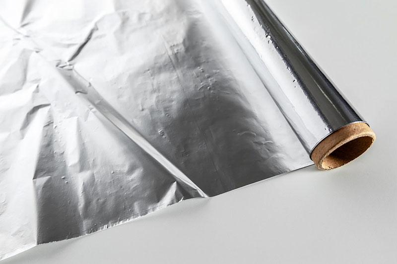 Рулонная фольга имеет разную толщину и ширину
