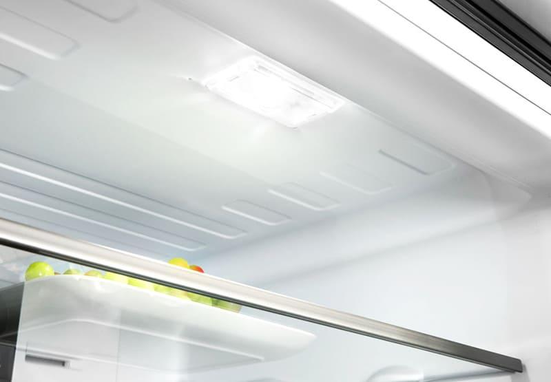 Свет в холодильнике — ночной маяк для страждущих перекуса