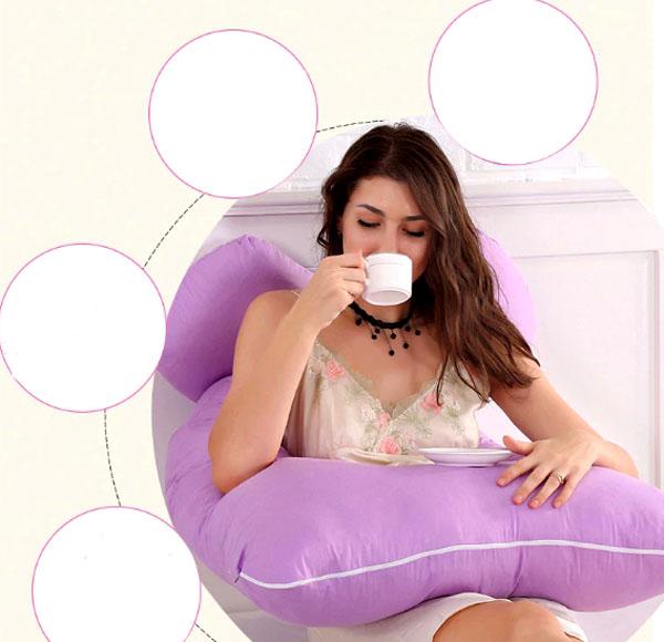С помощью такой подушки вы сможете завтракать, не вставая с кровати