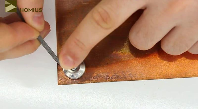 Очерчиваем две окружности, используя спираль прикуривателя как шаблон