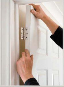 Когда дверное полотно снимается без особого труда, то демонтаж коробки создаст немало сложностей