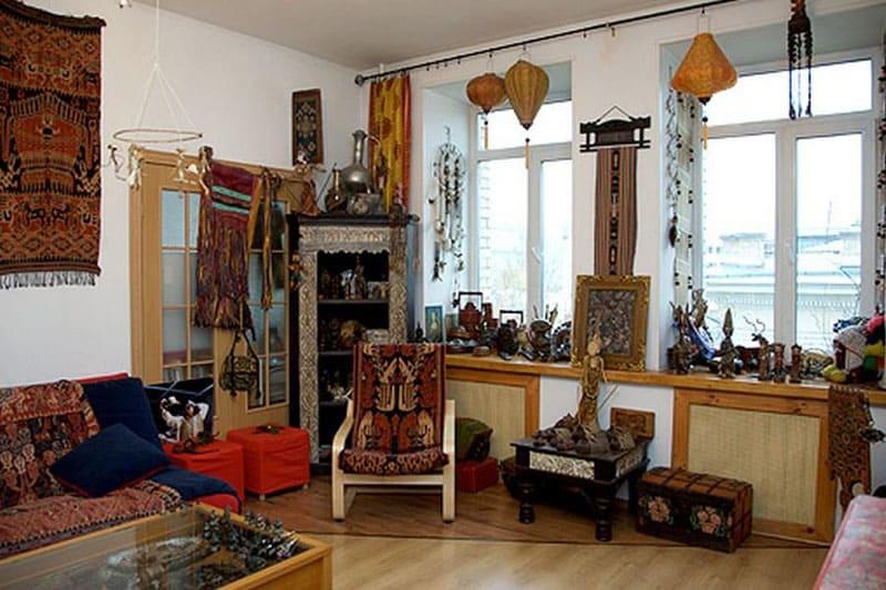 Гостиная напоминает этно-музей