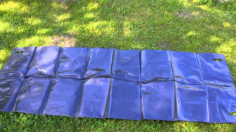 Освободив шторы от упаковки, полотно разворачивают и укладывают на ровное место, чтобы оно разгладилось после транспортировки