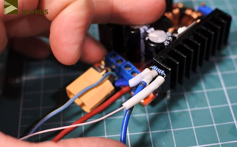 Все провода, идущие к транзистору, припаяны