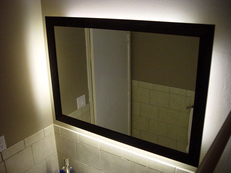 Зеркало в чёрной раме