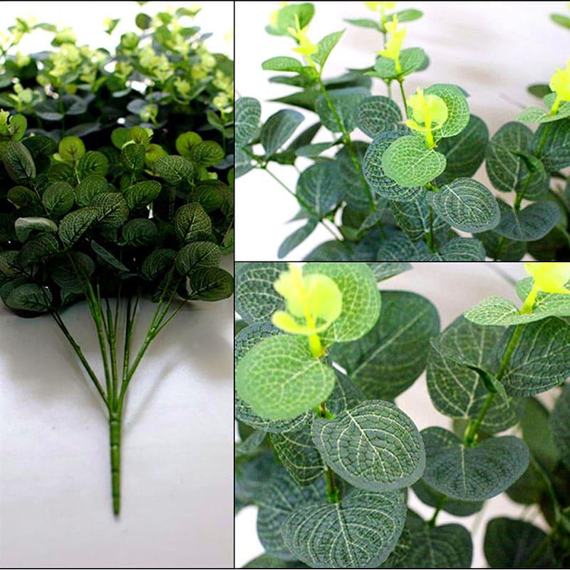 Яркие листья оформлены таким образом, что их, благодаря естественному переходу цвета от тёмного до светлого оттенка, не отличить от настоящих