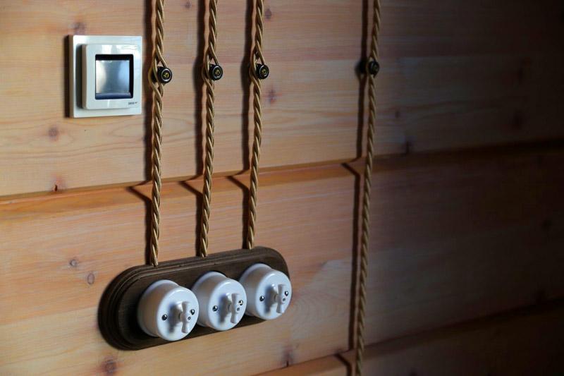 Витой провод можно скрутить самостоятельно из отдельных жил с помощью ручной дрели, шуруповёрта или электрической дрели на малых оборотах