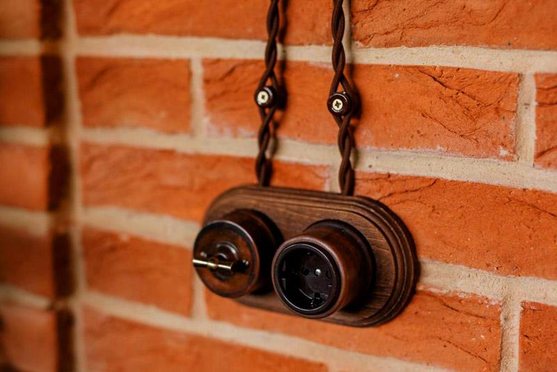 Все шурупы завинчиваются в деревянные или пластмассовые дюбели