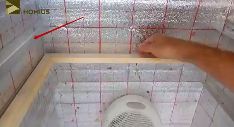 Полки укладываются на специальные уголки или направляющие. Расстояние лучше заранее выбрать таким образом, чтобы тёплый воздух свободно проходил сквозь все сетки, но не обжигал овощи, а лишь подсушивал их