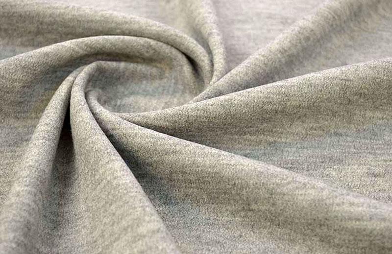 Джерси, изготовленная с использованием синтетики, отличается высокой плотностью и эластичностью