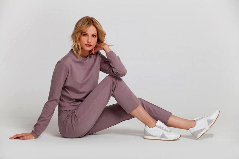 Укороченные женские брюки из джерси не только красиво смотрятся, но и очень удобны в носке