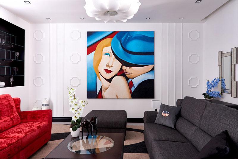 Гостиную украшает постер в стиле арт-деко с изображением Алексея Ягудина и Татьяны Тотьмяниной