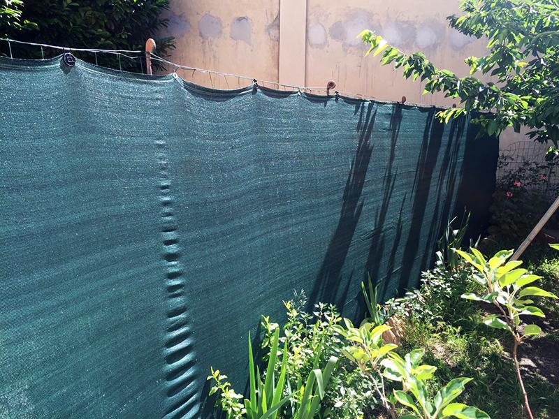 Самый дешёвый забор из фасадной сетки