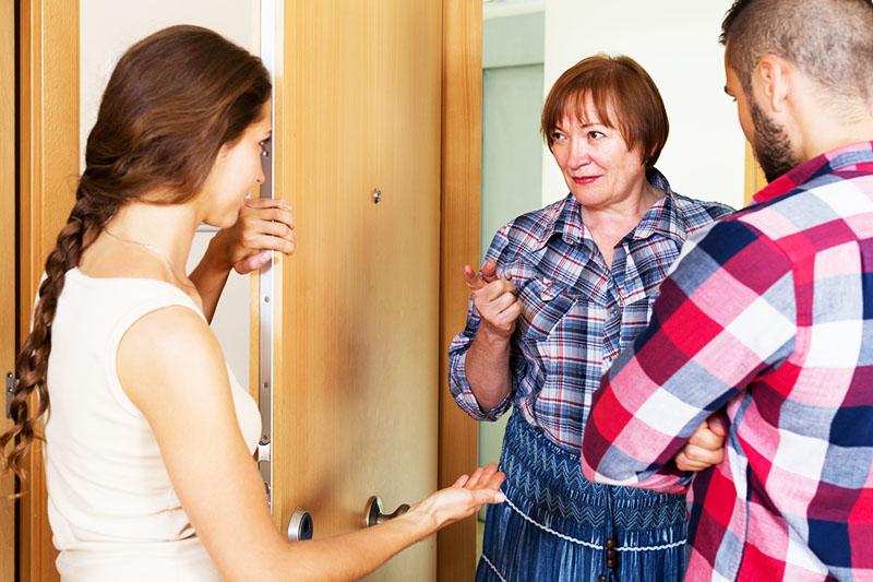 Иногда справиться с шумными соседями помогает и простая беседа