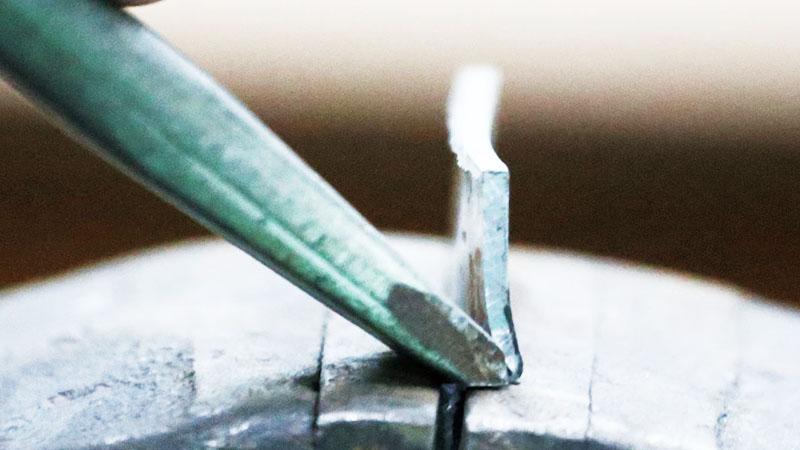 Срезка лишнего металла зубилом