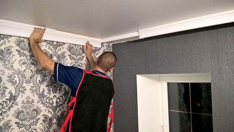 Лучше всего выбирать изделия длиной не меньше 2 м, при использовании таких плинтусов образуется меньшее количество стыков, и комната выглядит красивее