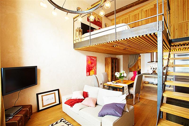 Вот пример типичной двухуровневой квартиры