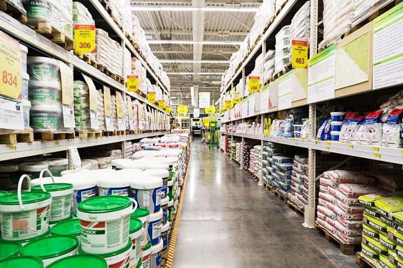 В строительных магазинах найти нужный товар проще