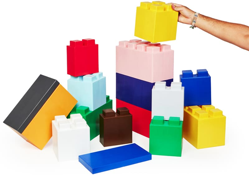 На создание уникального материала мастера из Нью-Йорка натолкнул любимый конструктор «Лего»