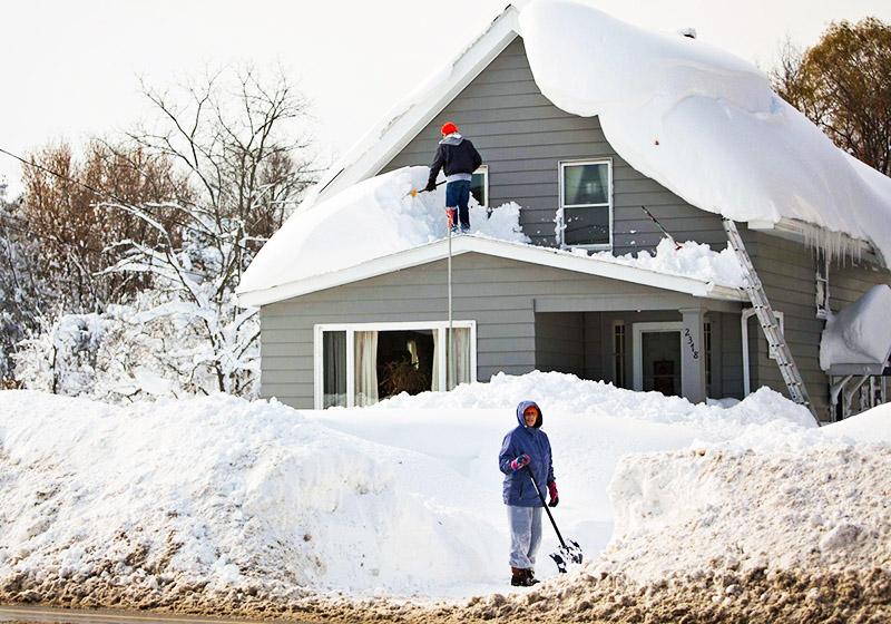 На чистой крыше столько снега не соберётся
