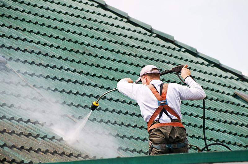 Крыши из металлочерепицы менее прихотливы в эксплуатации