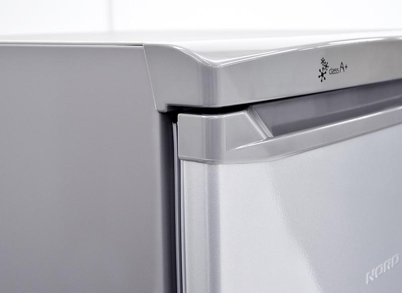 Внешне полногабаритные морозилки мало чем отличаются от холодильников