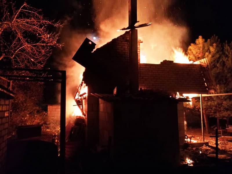 Благодаря правильному размещению и отсутствию сопутствующих предметов, огонь не выходит за пределы одного участка