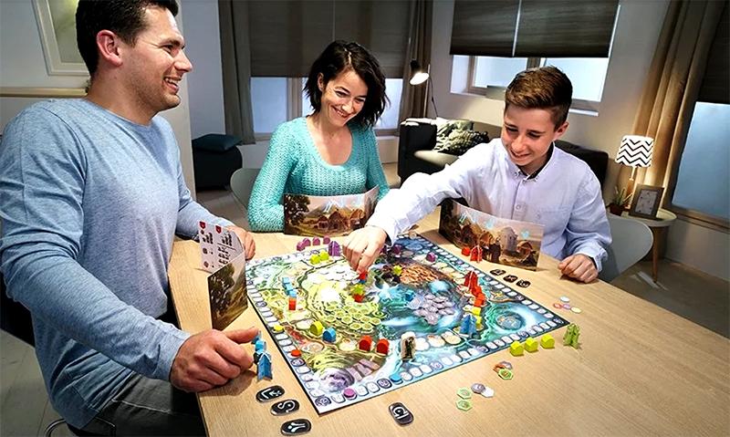 Совместные занятия сплачивают семью, можно в это время попутно обсудить планы и проблемы