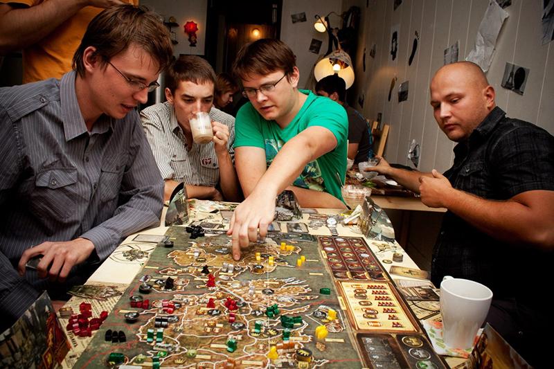 Стратегические битвы для взрослых могут быть рассчитаны на проведение нескольких турниров в течение долгого времени