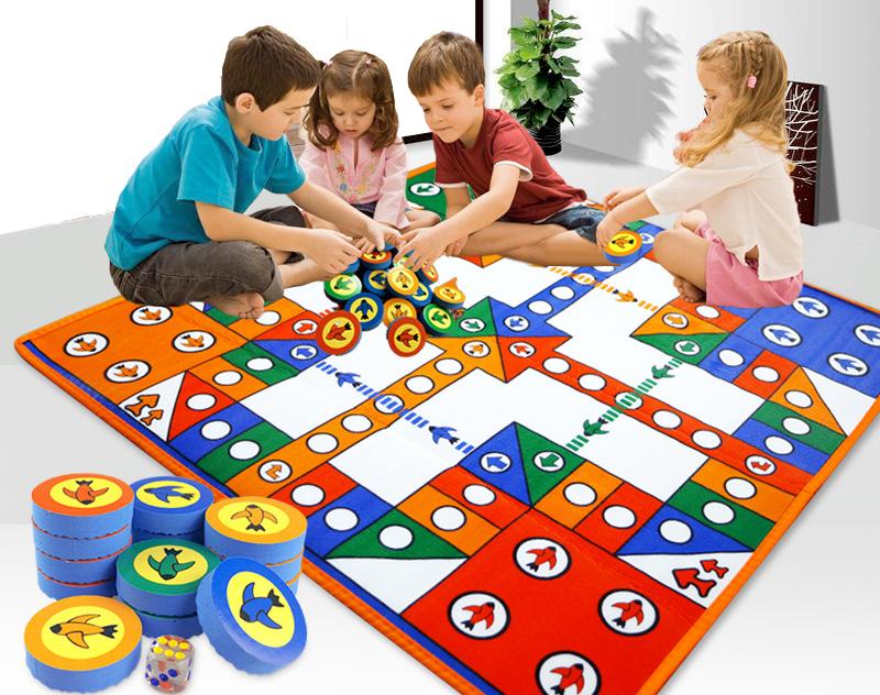Настольные игры и материалы, предназначенные для малышей, должны быть, в первую очередь, безопасны