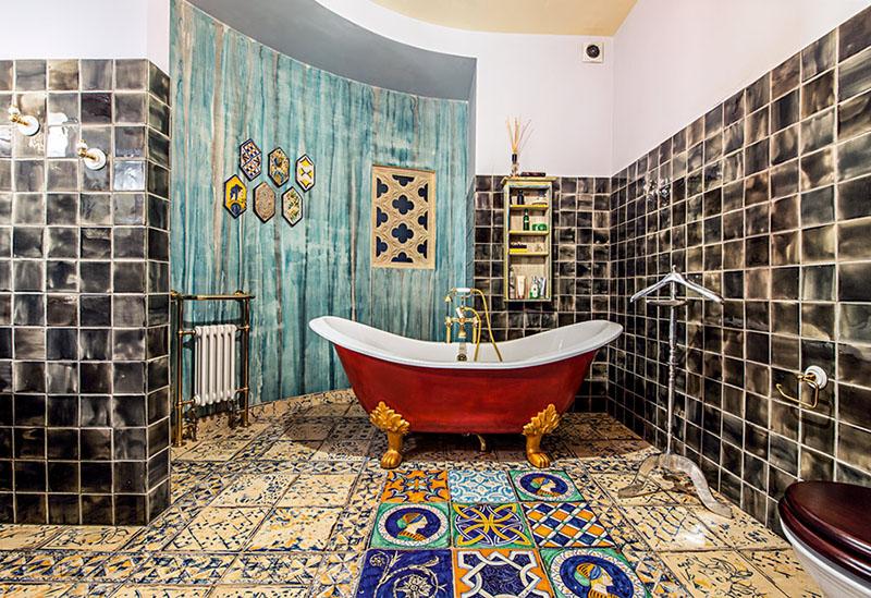 Свободная планировка позволила сделать ванную с полукруглыми стенами