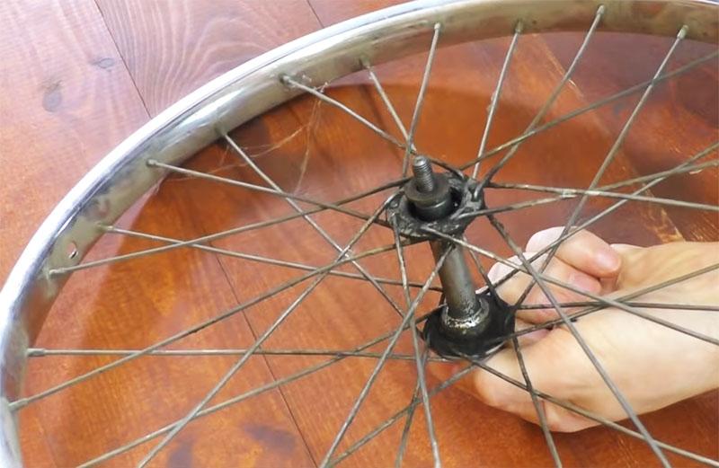 Органайзер для шуруповёрта и дрели из велосипедного колеса