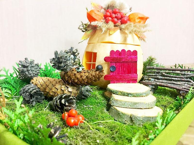 Из кабачка получится необычная поделка «Осенний домик»
