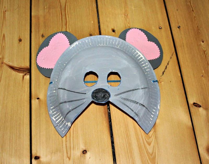 Маску мышки можно сделать из бумажной тарелки