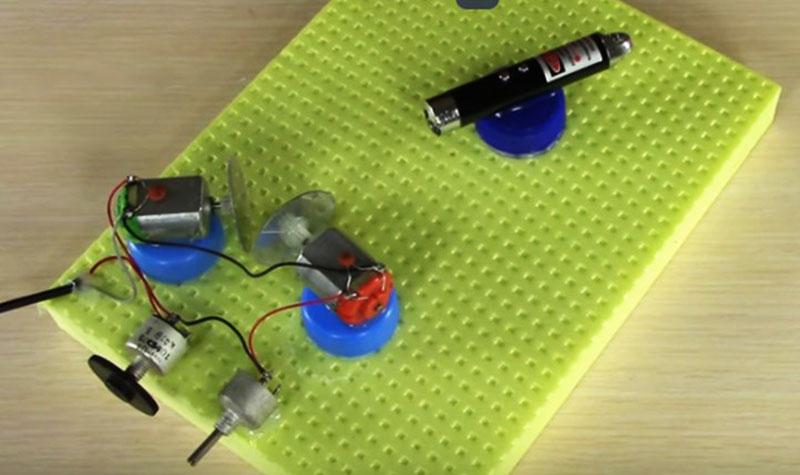 Самодельный лазерный проектор в сборе
