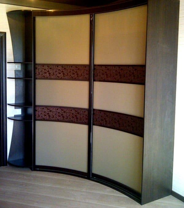 Невстроенные радиусные шкафы-купе