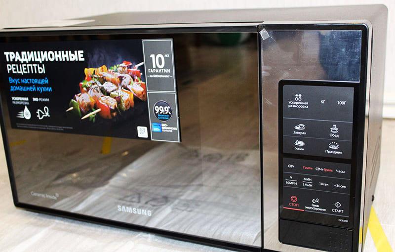 Многие микроволновки умеют готовить простые блюда по программе