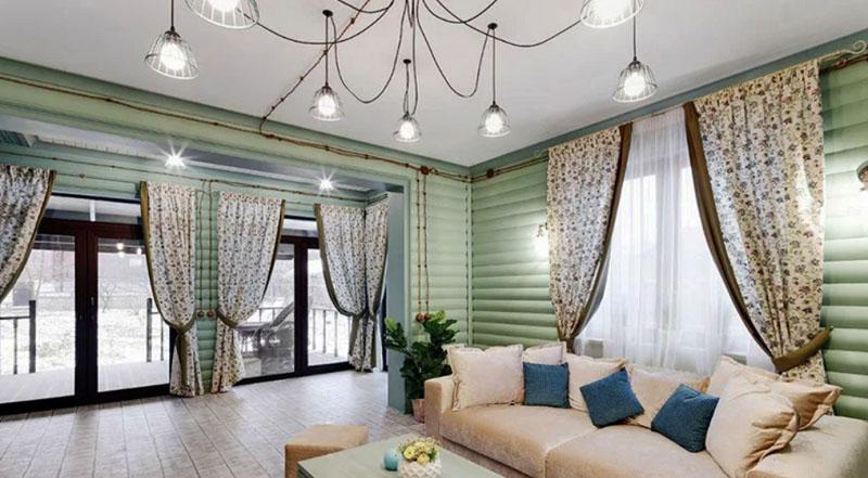 Прекрасное решение – демонтировать перегородку в холле и установить панорамное остекление, которое наполнило гостиную светом
