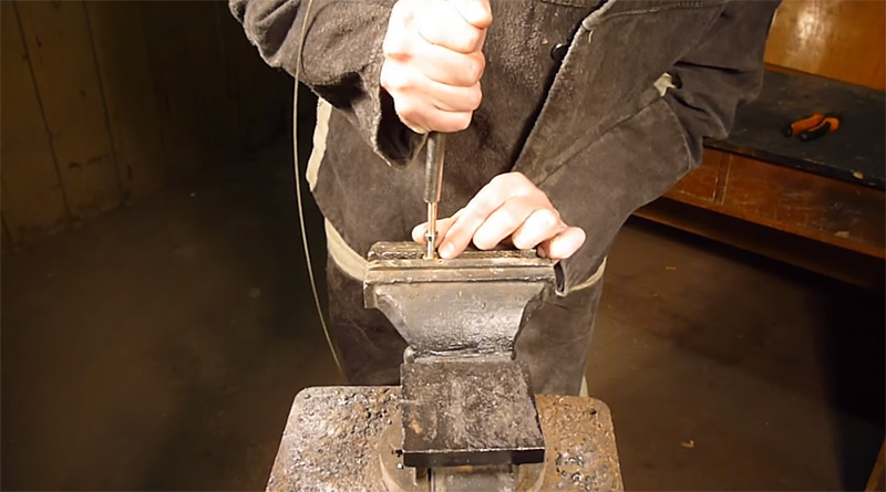Трубка надевается поверх подшипников практически вплотную к наконечнику