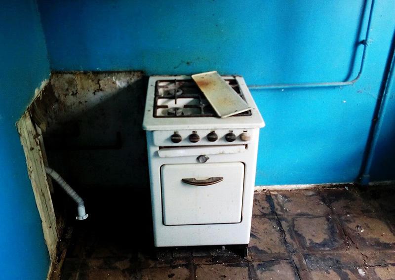 Подобные газовые плиты просто необходимо менять в целях безопасности