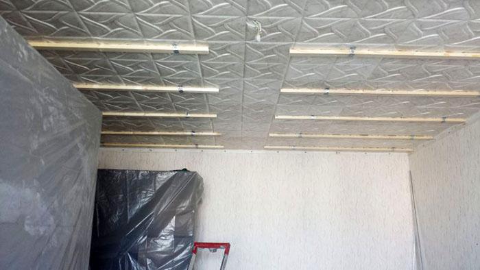Каркас для потолка может быть не только металлический, но и деревянный