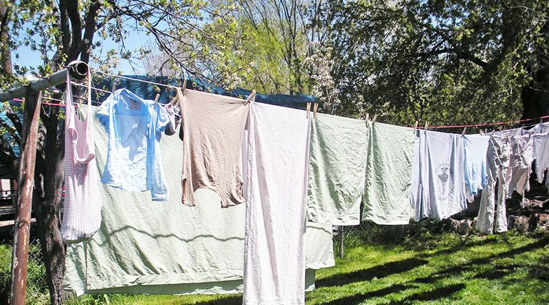 Сушить бельё на улице можно только в хорошую погоду