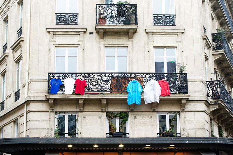 Если балкон выходит на центральные улицы, власти могут запретить развешивать бельё в зоне видимости
