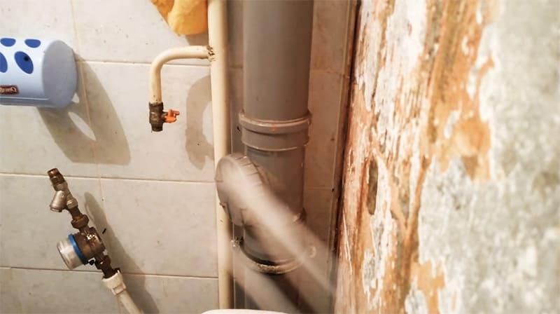 Новый аварийный водопроводный кран на месте, остаётся подключить шланг и можно пользоваться
