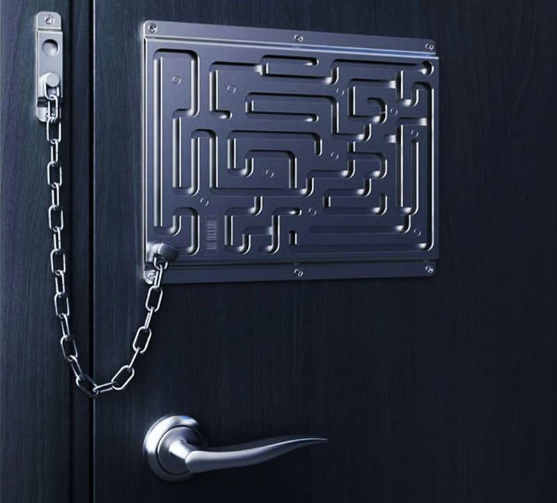 А это цепочка для тех, кто любит размышлять перед тем, как впустить гостя в дом