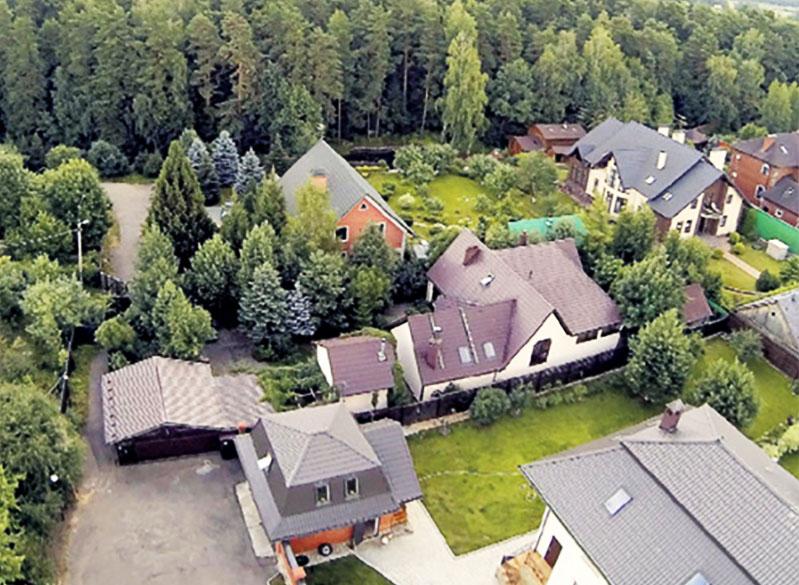 Дом Александра Балуева расположен в живописном месте